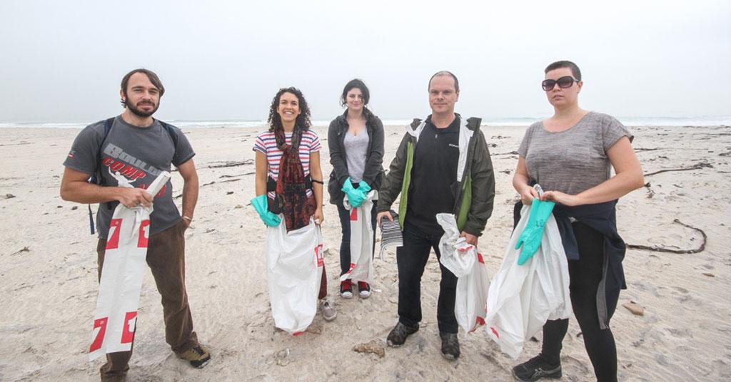 Gnu World Media does a beach clean-up